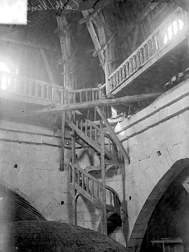 Cathédrale Saint-Louis Escalier en bois, Vorin,