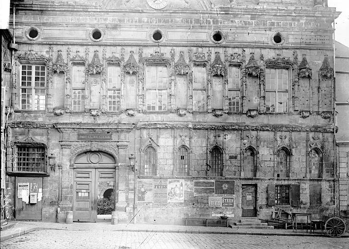 Hôtel de ville Façade, Enlart, Camille (historien),
