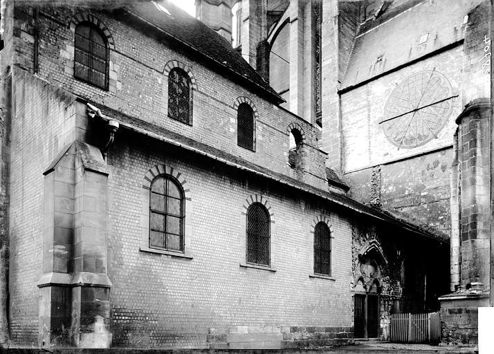 Cathédrale Notre-Dame-de-la-Basse-Oeuvre (ancienne) Façade latérale, Enlart, Camille (historien),