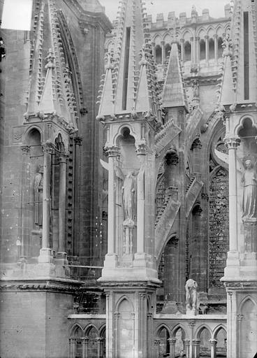 Cathédrale Notre-Dame Abside, côté sud : Contreforts, Sainsaulieu, Max (photographe),