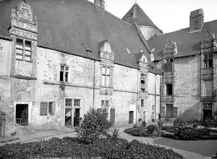 Château Façade sur la cour, Mieusement, Médéric (photographe),