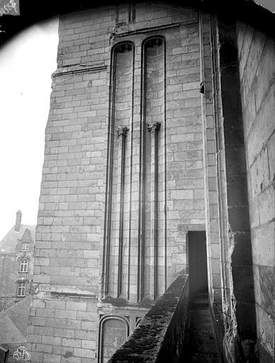 Cathédrale Saint-Pierre Galerie entre les deux tours de la façade ouest, ,