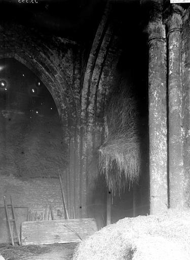 Abbaye de Sainte-Croix (ancienne) Eglise abbatiale: intérieur, Enlart, Camille (historien),