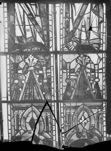 Cathédrale Notre-Dame Vitraux de la fenêtre axiale du choeur, panneaux intermédiaires, Nadeau, H. (photographe),