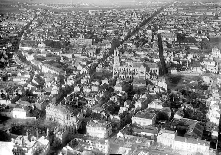 Cathédrale Notre-Dame Vue aérienne du quartier de la cathédrale et du faubourg Cérès : Vue prise du sud, Hermier ; Goubeau (photographe),