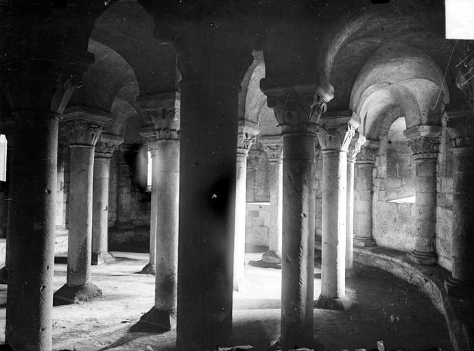 Abbaye aux Dames (ancienne), Eglise Sainte-Trinité Crypte, Heuzé, Henri (photographe),