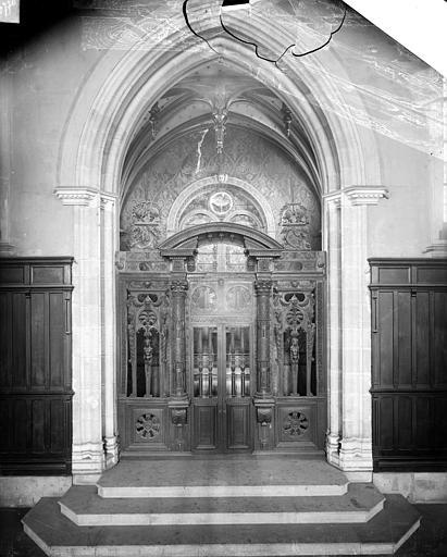 Palais de Justice Chapelle du Saint-Esprit : Clôture en bois sculpté, Delaunay (photographe),