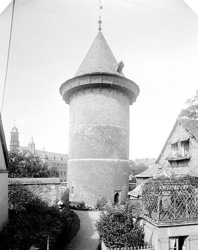 Tour dite de Jeanne d'Arc ou ancien donjon du château de Philippe-Auguste , Neurdein Frères (photographes),