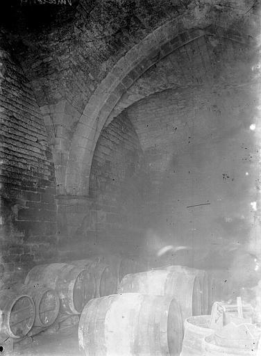 Cellier Intérieur, Enlart, Camille (historien),