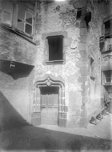 Commanderie du Temple (ancienne) dite maison des Licornes Cour intérieure : Façade et porte, Jarron (photographe),