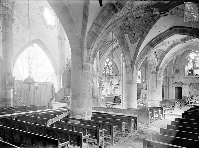 Eglise Notre-Dame Vue intérieure du bas-côté sud et de la nef, vers le nord-est, Queste, P. photographe),