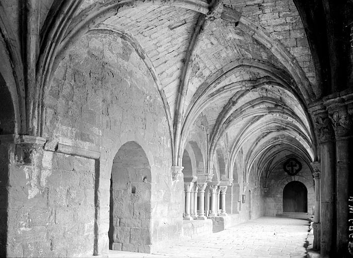 Abbaye de Fontfroide Cloître: galerie, Enlart, Camille (historien),