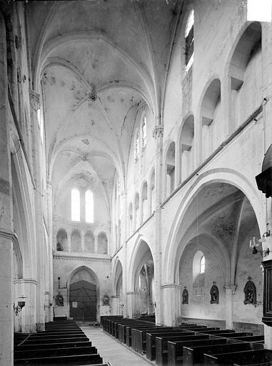 Eglise Vue intérieure de la nef vers le nord-ouest, Heuzé, Henri (photographe),