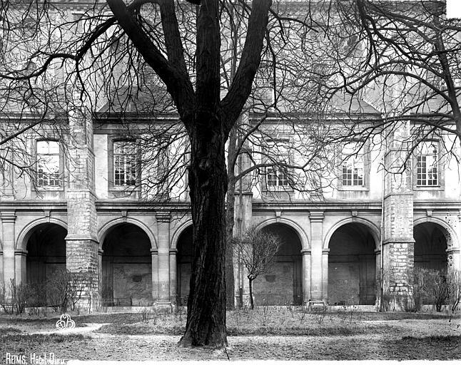 Abbaye Saint-Remi (ancienne) ou ancien Hôtel-Dieu Galerie du cloître,, Robert, Paul (photographe),