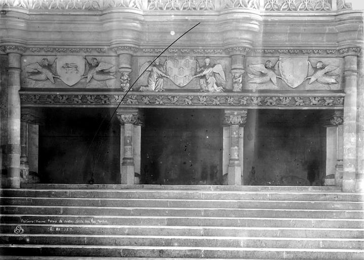 Palais des Comtes de Poitiers (ancien) ; Palais de Justice Salle des Pas-Perdus, cheminée, Durand, Eugène (photographe),