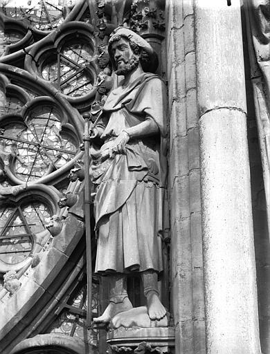 Cathédrale Notre-Dame Statue de saint Jacques (supposé), près de la rose du grand portail, Lajoie, Abel,