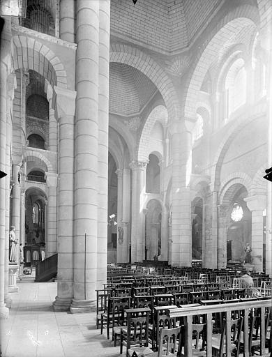 Eglise Saint-Hilaire-le-Grand Vue intérieure du bas-côté nord et de la nef, vers le sud-est, Gossin (photographe),