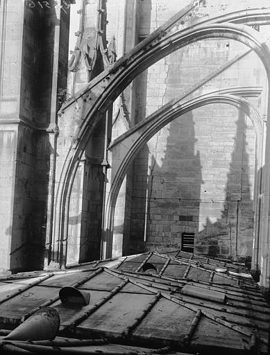 Eglise Arc-boutant, Louzier (photographe),