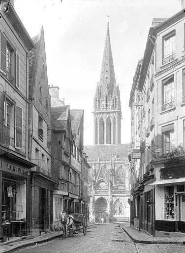 Eglise Saint-Pierre Façade nord et clocher, pris de la rue Montoir-Poissonnerie, Durand, Jean-Eugène (photographe),
