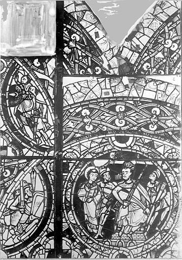 Cathédrale Saint-Pierre Vitrail, baie A : fragments d'ornementation et médaillon, Leprévost (photographe),