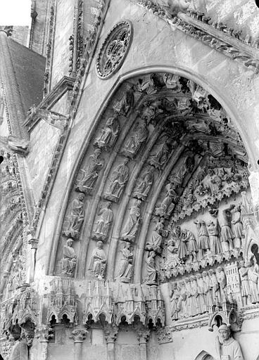 Cathédrale Saint-Etienne Quatrième portail de la façade ouest : voussure de gauche, Doucet ; Baudet (photographe),