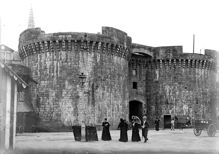 Remparts Porte de ville, Enlart, Camille (historien),