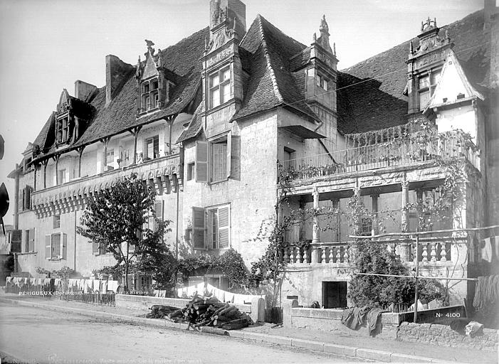 Maison des Consuls ; Maison Renaissance ou maison à colonnes Façades donnant sur la rivière, Mieusement, Médéric (photographe),