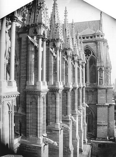 Cathédrale Notre-Dame Contrefort de la nef, au sud, Lajoie, Abel,