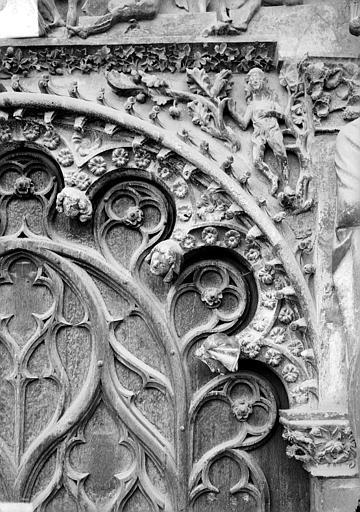 Cathédrale Saint-Etienne Portail central de la façade ouest : arc de droite, partie droite, Doucet ; Baudet (photographe),