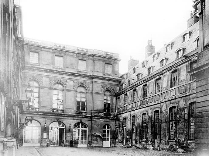 Domaine national, château Bâtiment Louis XIII dans la cour des Princes : Vue d'ensemble, Durand, Jean-Eugène (photographe),