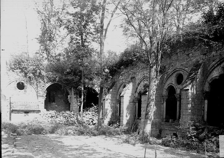 Cloître Galeries: vestiges, Enlart, Camille (historien),