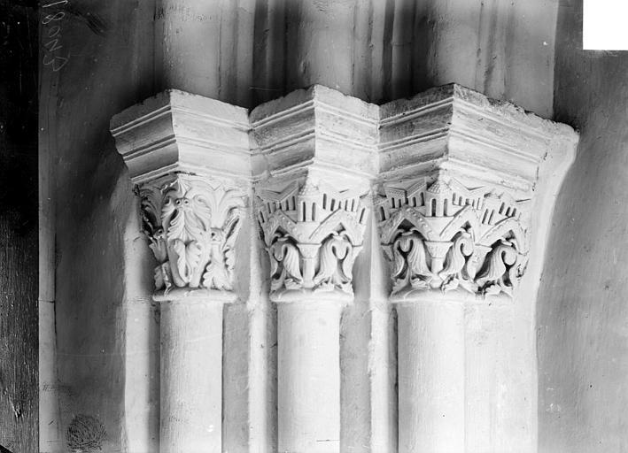 Abbaye Saint-Remi (ancienne) ; Hôtel-Dieu (ancien) Ancien cloître : chapiteaux, Sainsaulieu, Max (photographe),