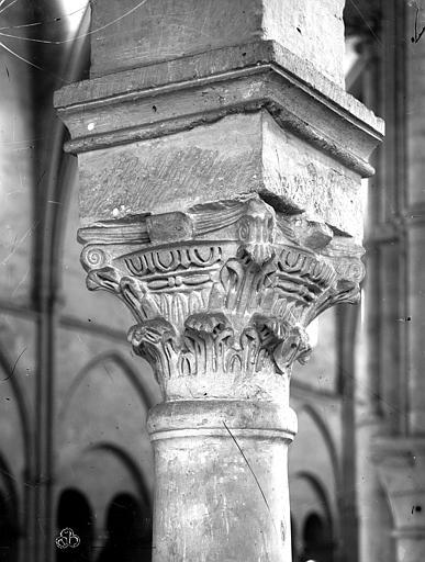 Eglise Saint-Remi Chapiteau, Mieusement, Médéric (photographe),