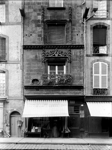 Maison Devanture de magasin, Enlart, Camille (historien),