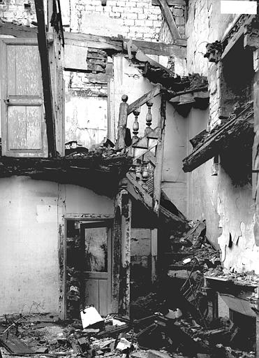 Maison Escalier, Verneau, G.,