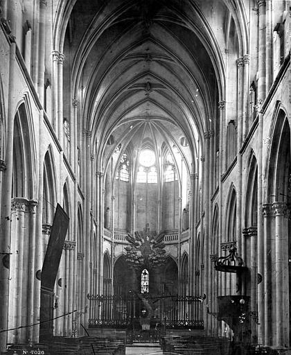 Eglise Nef, vue de l'entrée, Durand, Eugène (photographe),