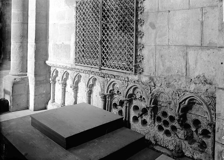 Abbaye de Fontfroide Détail extérieur: arcature, Enlart, Camille (historien),