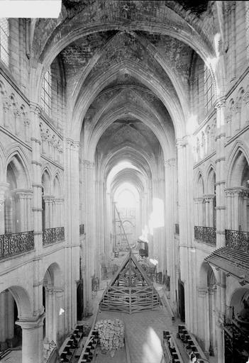 Eglise Notre-Dame (ancienne cathédrale) Nef, vue de la galerie du choeur, Service photographique,