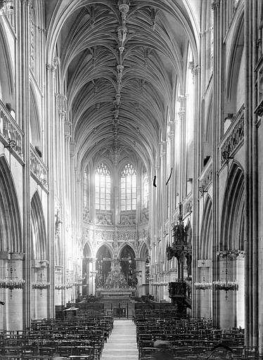 Eglise Saint-Pierre Vue intérieure de la nef vers le choeur, Durand, Jean-Eugène (photographe),