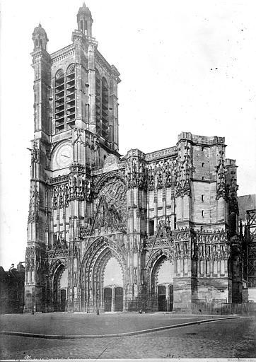 Cathédrale Saint-Pierre Façade ouest, Mieusement, Médéric (photographe),