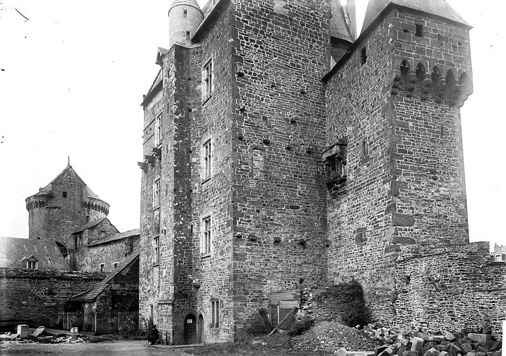 Château , Enlart, Camille (historien),