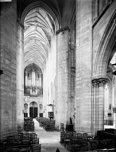 Eglise Saint-Gervais-Saint-Protais Nef, vue du choeur, Gossin (photographe),