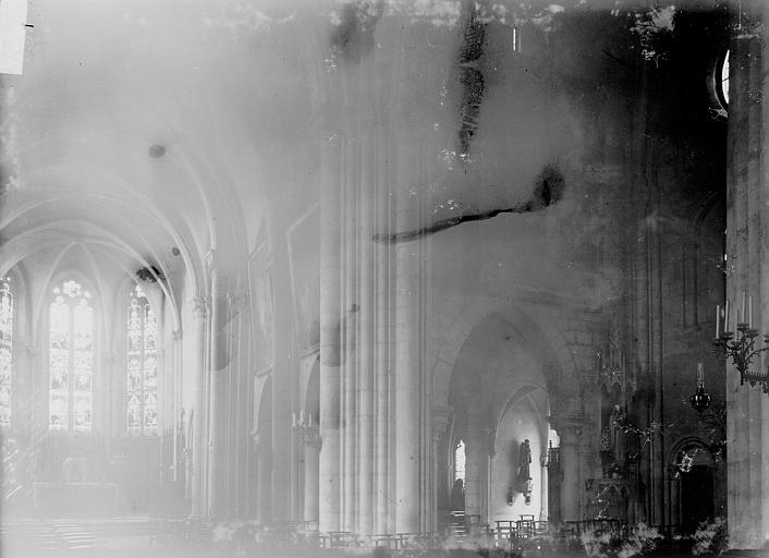 Cathédrale Saint-Dié Nef et bas-côté nord vus de l'entrée, Enlart, Camille (historien),