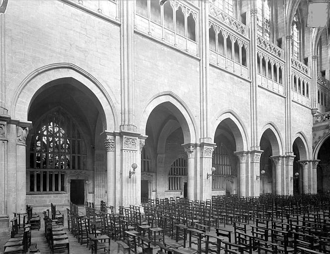 Cathédrale Saint-Vincent (ancienne) Vue intérieure de la nef, côté sud : Grandes arcades, Heuzé, Henri (photographe),