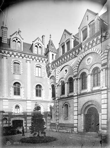 Evêché (ancien) ou Palais du Tau Cour intérieure, Mieusement, Médéric (photographe),