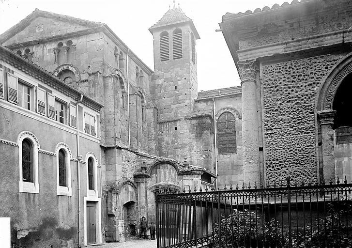 Cathédrale Saint-Apollinaire ; Pendentif Façade, Enlart, Camille (historien),