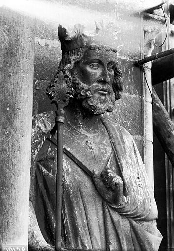 Cathédrale Notre-Dame Buste de roi, contrefort, tour nord, Lajoie, Abel,