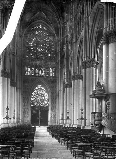 Cathédrale Notre-Dame Vue intérieure de la nef, vers l'entrée, Mieusement, Médéric (photographe),