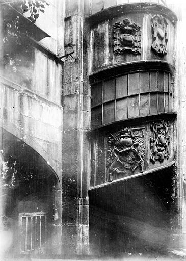 Maison Escalier sculpté, Enlart, Camille (historien),