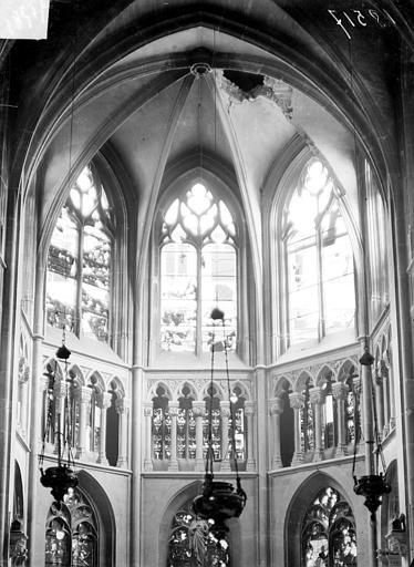 Eglise Saint-Jacques Vue intérieure du chœur après le bombardement de 1915 : voûte effonfrée, Sainsaulieu, Max (photographe),
